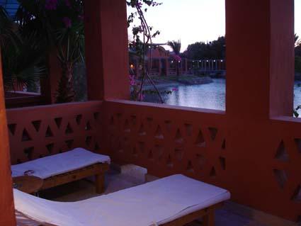 """Der Balkon eines Bungalows in Sheraton Miramar Hotel El Gouna - hier entstand die Idee für das """"neue"""" EP-Blog."""
