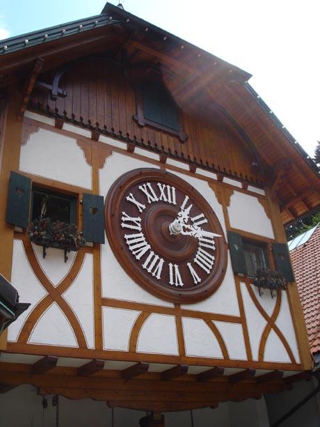 Die größte Kuckucksuhr der Welt in Triberg im Schwarzwald.