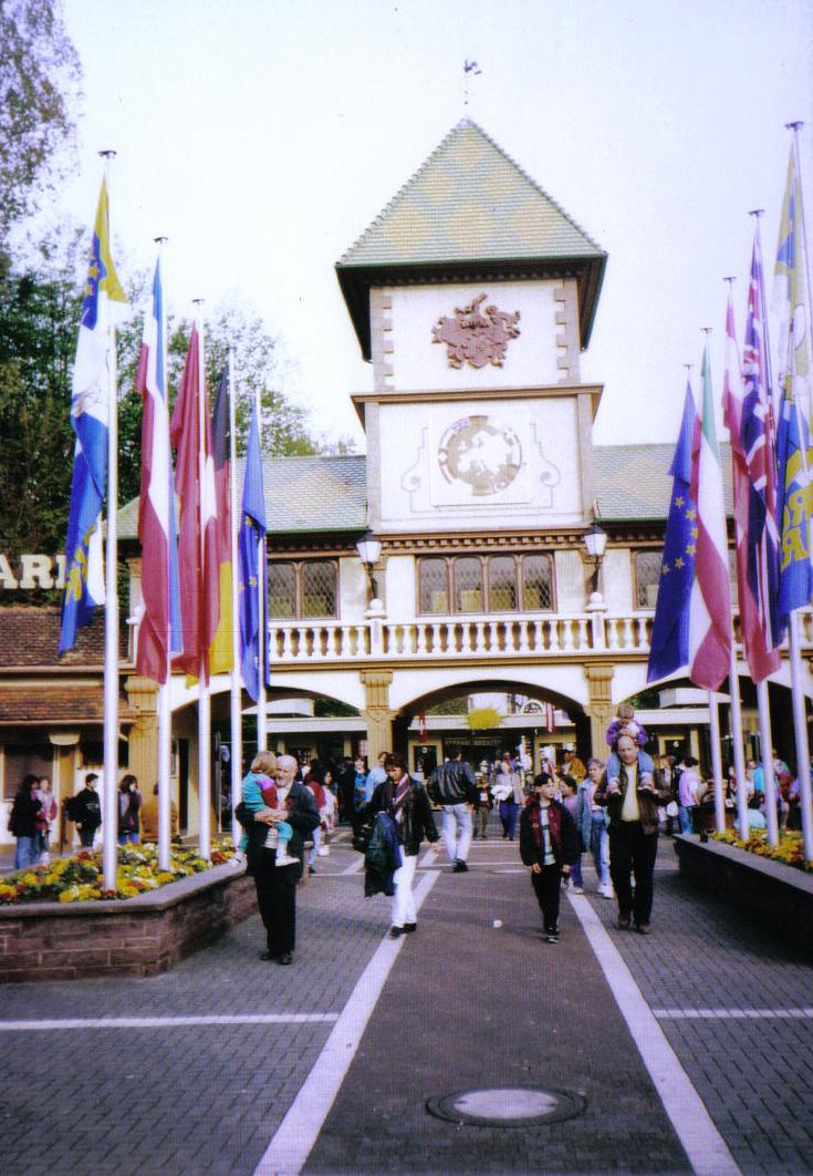 EUROPA-PARK: Der Eingang vor Fertigstellung des neuen Deutschen Themenbereichs.