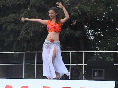 """Bauchtänzerin der Gruppe """"Shaman"""" - Aufführung zum Jubiläum des Europa-Park 2005."""