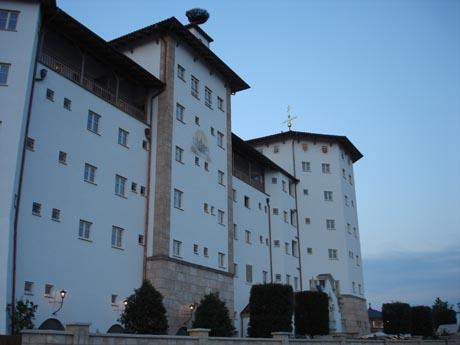 Die Front vom Hotel Santa Isabel.