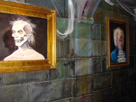 Bilder aus dem Eingangsbereich der Geisterbahn