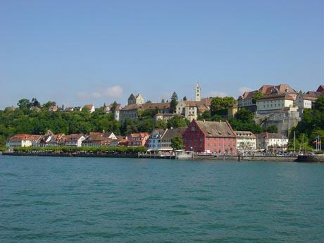 Meersburg vom Bodensee aus gesehen: die Meersburg, die Stadt und das neue Schloss