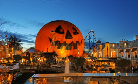 Der Europa-Park in der richtigen Stimmung für die SWR 3 Halloween-Party / (c) by Europa-Park