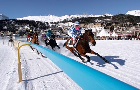 White Turf St. Moritz: Die berühmten internationalen Pferderennen auf dem gefrorenen St. Moritzer See / (c) by ENGADIN St. Moritz - swiss-image.ch/Andy Mettler