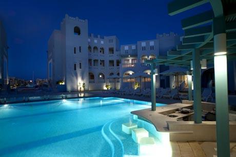 Hotel Fanadir in El Gouna bei Nacht / (c) uschi liebl pr