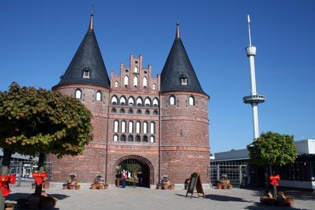 Das nachgebaute Holsten-Tor im Hansa-Park Sierksdorf. Bild: Hansa-Park