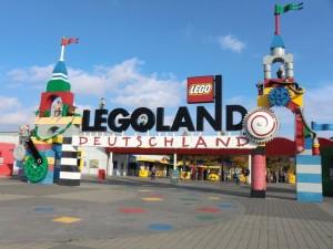 Der Eingang vom Legoland Deutschland in Günzburg.