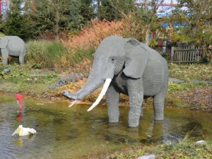 Ein Elefant der Safaritour im Legoland Deutschland.