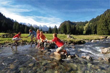 Familienplausch auf Laui Alpli oberhalb Unterwasser im Toggenburg, Ostschweiz.  / Bild (c): Switzerland Tourism / swiss-image.ch/Christian Perret