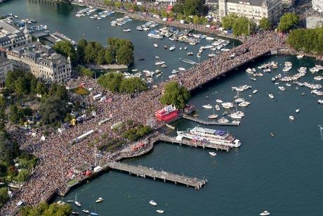 Zürich aus der Luft bei einem der unzähligen Events des Sommers. Bild: Schweiz Tourismus