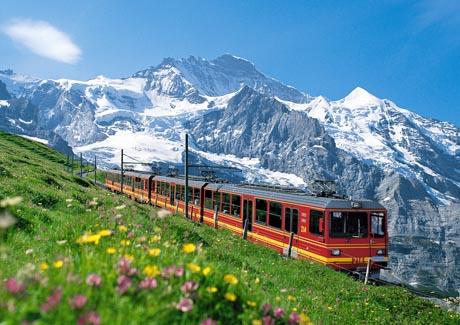 Die Jungfraubahn vor der Jungfrau.  / Bild (c): Jungfrau Railways / swiss-image.ch