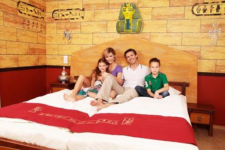 Neu eingerichtet in der Saison 2011: Ägypten-Zimmer im LEGOLAND Feriendorf. Bild: Legoland Deutschland
