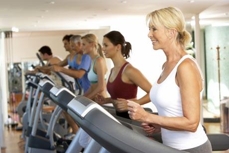 Gerade für Neueinsteiger ist ein leichtes Ausdauertraining vor dem Sport zu empfehlen. Foto: djd/Traumeel/thx