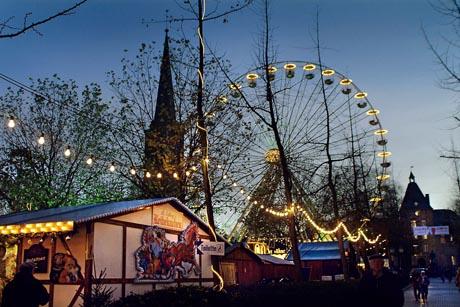 Ein Erlebnis ist der Weihnachtsmarkt in Moers. Foto: djd/Niederrhein Tourismus/Agentur Berns