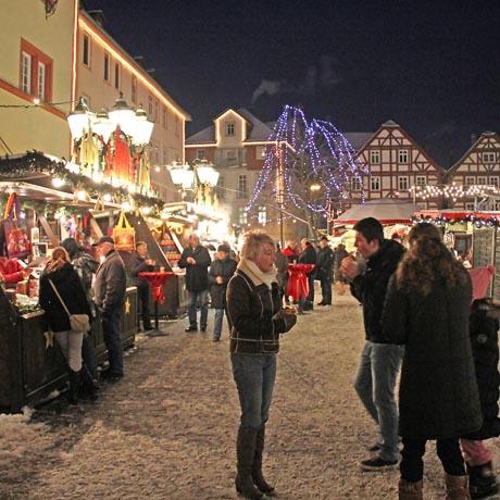 Der Weihnachtsmarkt von Rotenburg an der Fulda gilt als der wohl romantischste in Hessen. Foto: djd/Tourist-Information Rotenburg a.d.Fulda