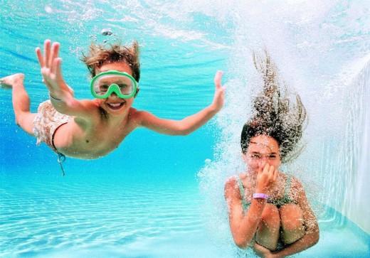 Auf geht´s – alltours bietet in elf Hotels Schwimmkurse für Kinder an / Foto: alltours