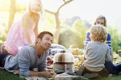 Das Grillvergnügen mit der ganzen Familie gehört für viele zum Sommer einfach dazu. Foto: djd/Cobb Scandinavia