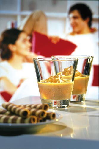 Zum Dessert darf es gern ein Likör mit lieblichem Aroma sein. Foto: djd/BSI