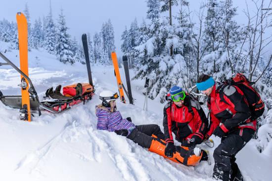 Fast jede vierte Sportverletzung ist auf einen Unfall beim Skisport zurückzuführen - obwohl dieser Sport nur wenige Wochen im Jahr möglich ist. Foto: djd/HDI/thx