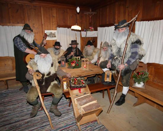 Das Anklöpfeln ist ein zentraler Bestandteil der Kultur im Tiroler Unterland und wurde 2011 von der UNESCO als immaterielles Kulturerbe gewürdigt. Bild: Tourismusverband Wildschönau