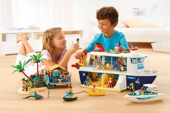 Mit kreativen Spielfunktionen und detailreichem Zubehör bietet das Kreuzfahrtschiff Stoff für lang anhaltenden Spielspaß. Foto: djd/Playmobil