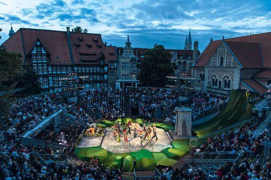 Das Festival des Staatstheaters auf dem Burgplatz ist jedes Jahr ein Publikumsmagnet in Braunschweig. Foto: djd/Staatstheater Braunschweig/Volker Beinhorn