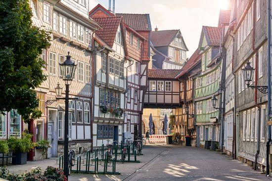 Wolfenbüttels Altstadt beeindruckt mit über 600 schmucken Fachwerkhäusern. Foto: djd/Stadt Wolfenbüttel/Achim Meurer