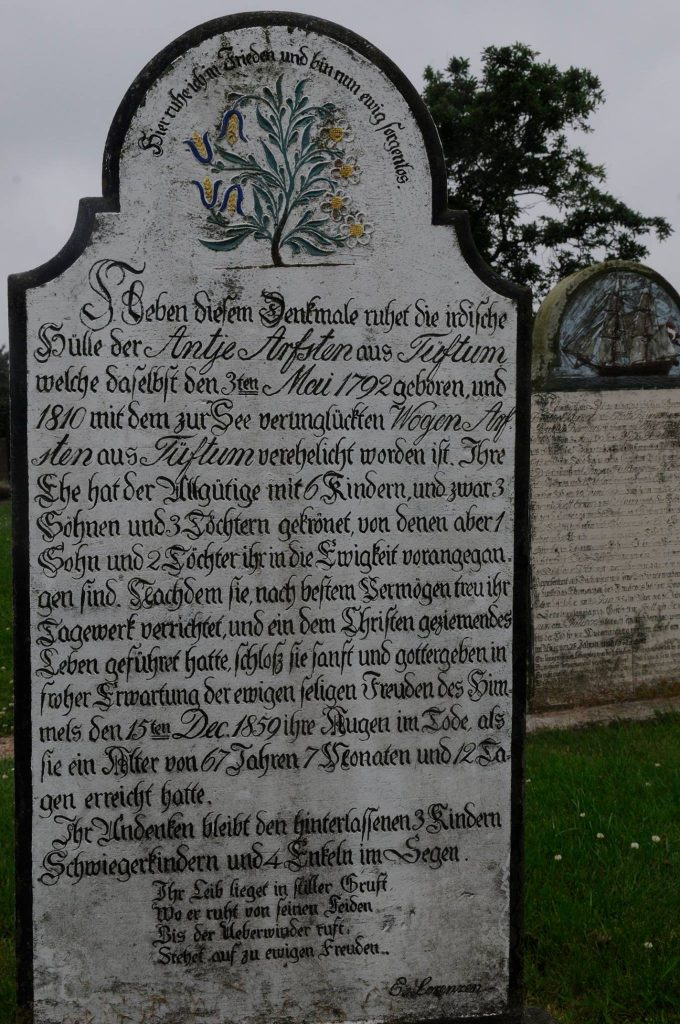 Grabstein auf Föhr. Bild  (c) www.nordseetourismus.de