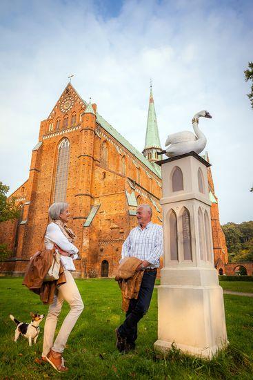 Im Heilbad Bad Doberan steht das im Jahr 1368 eingeweihte Doberaner Münster. Es gilt als Perle der norddeutschen Backsteingotik. Hier finden regelmäßig Führungen und Ausstellungen statt. Foto: djd/VMO/Alexander Rudolph