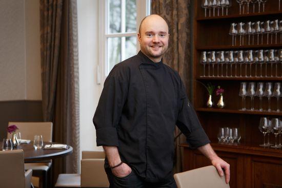 "Mathias Apelt im neuen Restaurant ""Ahlmanns"", Romantik Hotel Kieler Kaufmann © Foto: Kieler Kaufmann"