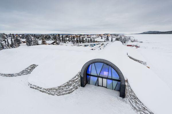 Der Eingang des ICEHOTEL 365. Bild © 2016 www.icehotel.com, Asaf Kliger