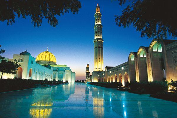 Arabische Tradition, moderne Gastlichkeit und eine jahrtausendealte Geschichte: Oman ist nicht ohne Grund ein beliebtes Reiseziel. Foto: djd/Sultanate of Oman