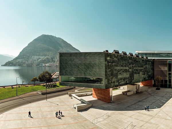Das LAC Lugano Arte e Cultura ist das neue Kulturzentrum von Lugano und ein Referenzpunkt fuer bildende Künste, Musik und Bühnenkunst im Tessin. Das 2015 eröffnete Haus am See positioniert sich als Knotenpunkt zwischen Nord- und Südeuropa.   Bild Copyright by: LAC - By-Line: LAC / swiss-image.ch / Fotostudio Pagi