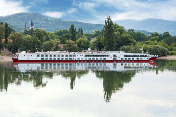 Auf der MS Maxima finden insgesamt fast 180 Passagiere Platz. Foto: djd/nicko-cruises.de