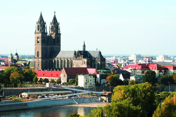 Von weither sichtbar: Der Magdeburger Dom – einer der größten Kirchenbauten Deutschlands. Foto: Maritim Hotelgesellschaft/akz-o
