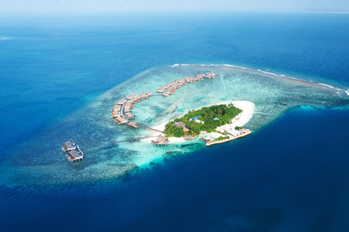 Maledives Aerial view / © Haveseen Shutterstock & © 2017 HolidayCheck AG