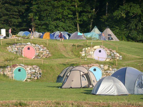 Auenhöhle neben der Zeltwiese. Bild © Camping- und Ferienpark Orsingen GmbH
