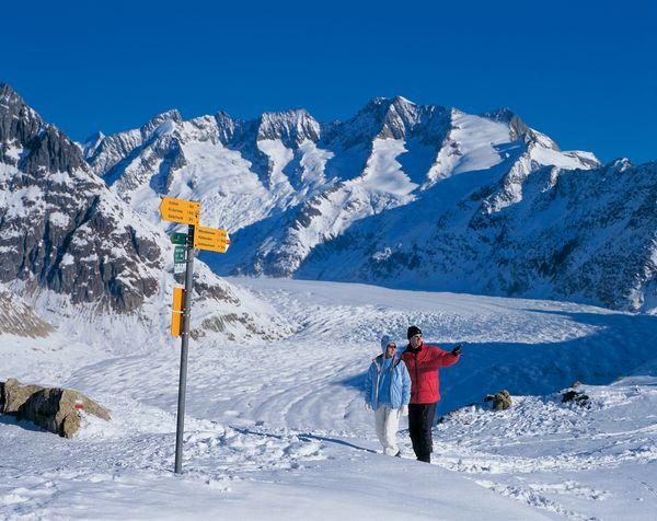 Riederalp im Kanton Wallis. Winterwandern auf der Moosfluh (2333 m) am Grossen Aletschgletscher. Bild (c) Switzerland Tourism / swiss-image.ch / Christof Sonderegger