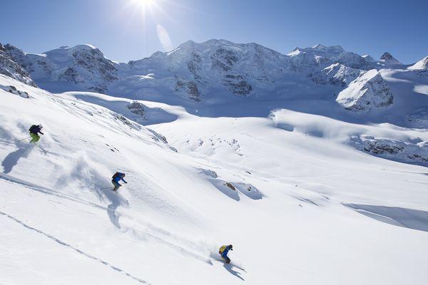 ENGADIN ST. MORITZ - Gletscherabfahrt Diavolezza. Skifahrer auf der Abfahrt Richtung Morteratschgletscher. Bild (c) ENGADIN St. Moritz / swiss-image.ch / Andrea Badrutt