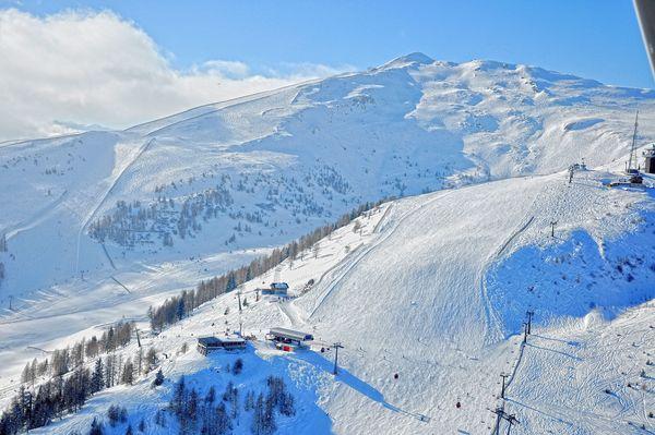 Das Skigebiet Grosseck-Speiereck reicht bis auf schneesichere 2.400 Höhenmeter. Foto: djd/Tourismusverband Mauterndorf