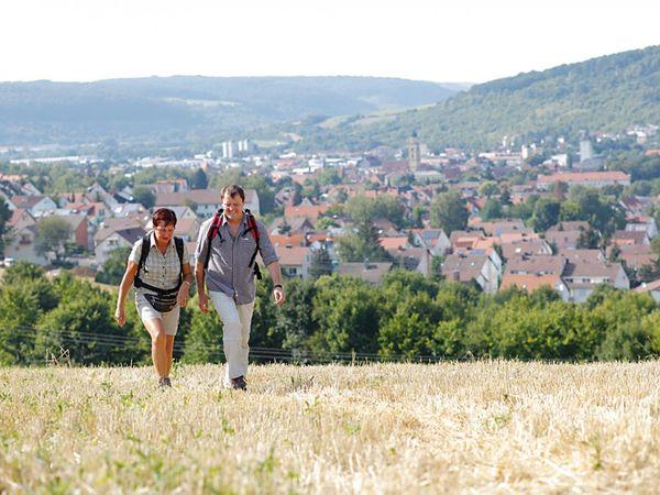 Deutschlands beliebteste Ferienstraße bietet 500 Kilometer Wanderweg für ausgiebige Spaziergänge. Bild: bfs / Romantische Straße