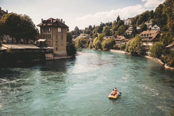 Auf der Aare beim Schwellenmätteli in Bern. Copyright: Schweiz Tourismus / Per Kasch
