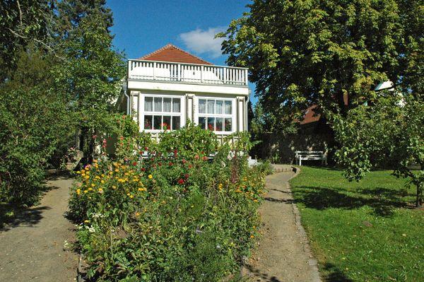 Das Wohnhaus Hans Falladas in Carwitz, in Mecklenburg-Vorpommern, ist heute ein Museum. Foto: djd / www.feldberger-seenlandschaft.de