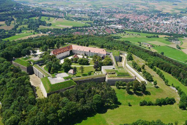 Weißenburg: Blick auf die Renaissancefestung Wülzburg. Foto: djd/Tourist-Information Weißenburg/Günter Abel