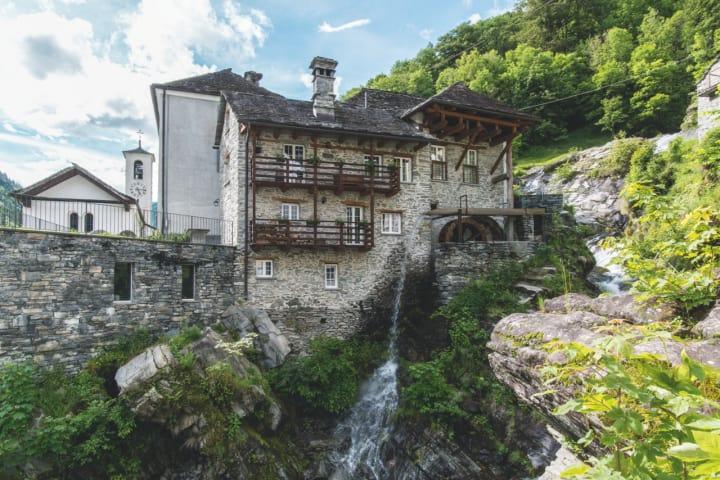 Vergeletto im Onsernonetal, Tessin. Copyright: Schweiz Tourismus / Andre Meier