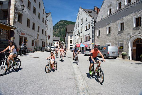 Schwung für die ganze Familie: Der Salzburger Lungau ist Österreichs höchstgelegene E-Bike-Region. Foto: djd/Tourismusverband Mauterndorf/Oliver Zwanzger