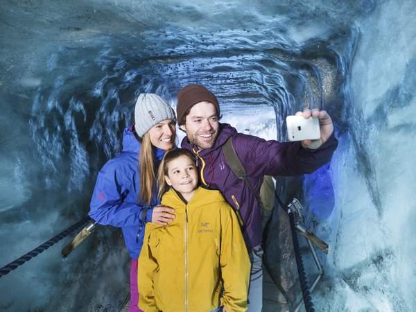 Eisgrotte Stubaier Gletscher  - Bild: Tourismusverband Stubai Tirol / Andre Schönherr