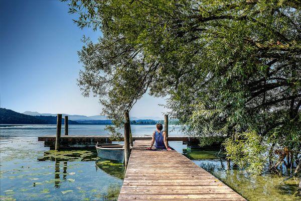 Stiller Sommerausklang: Rund um den Waginger und Tachinger See kann man im Einklang mit der Natur entschleunigen. Foto: djd/Tourist-Information Waginger See/Heinrich Plum