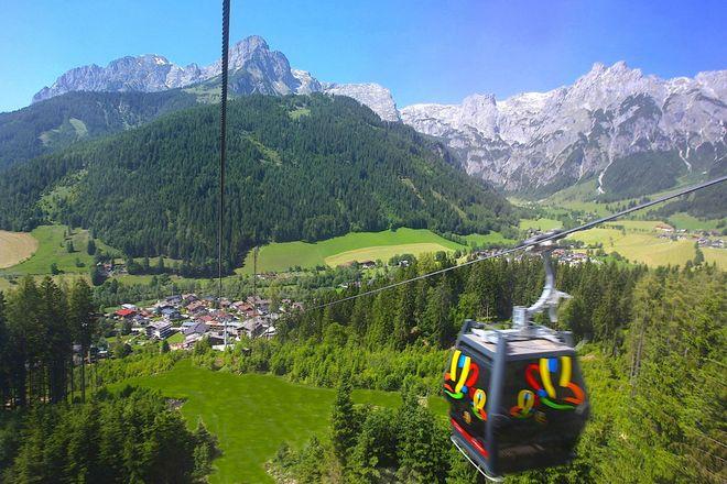 Mit der Seilbahn geht es bequem und mit toller Aussicht hinauf auf den Rosnerköpfl. Foto: djd/WRB Hotelbetriebe GmbH & Co. KG